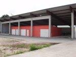 Flugdach und Garagen